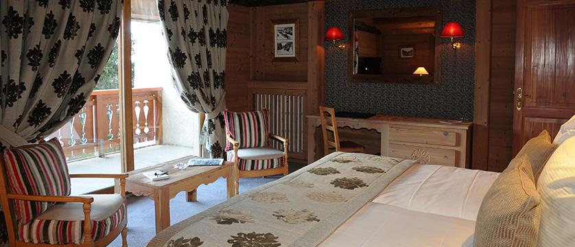 france_espace_killy_ski_area_val_d'lsere_hotel_christiania_superior-room-A.jpg